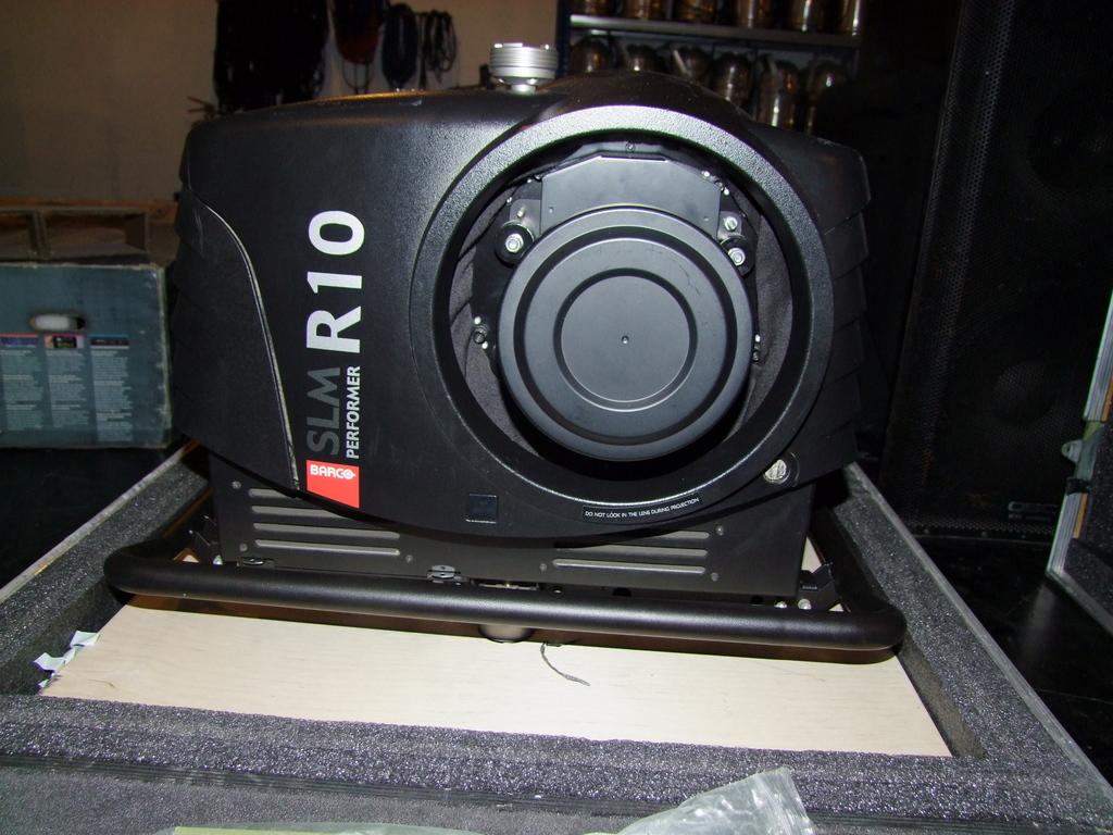 Barco-SLMR10-Performer-Video-Projector