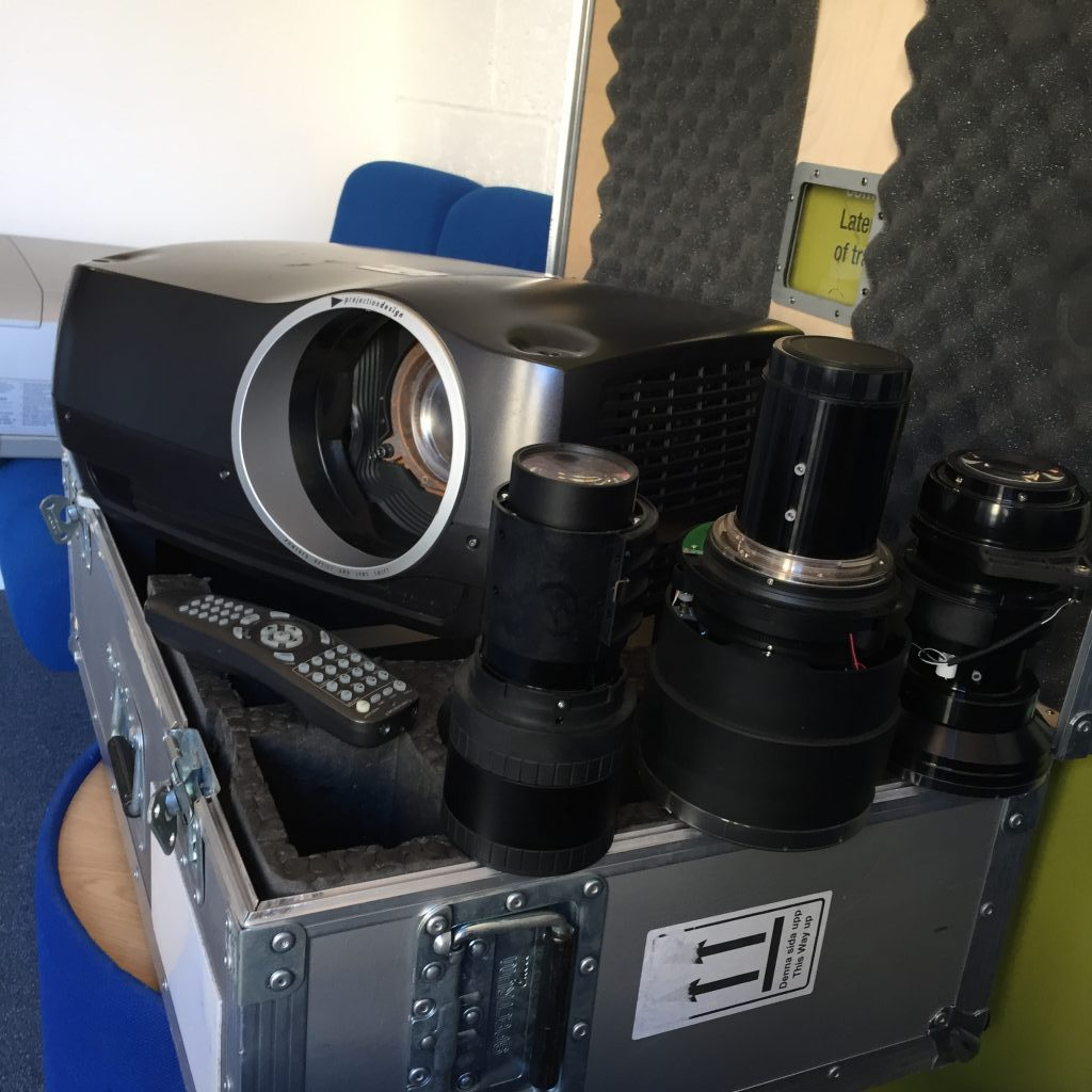 Projection Design - Used F30 DLP Projector *****Package****