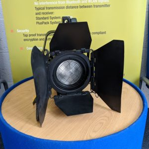 Arri – 650w Fresnel Black w/ Powercon Connector