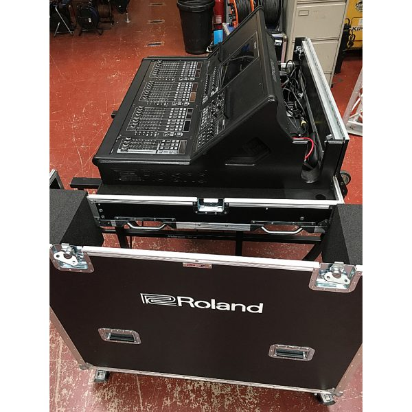 Roland M5000 digital mixing console + REAC's