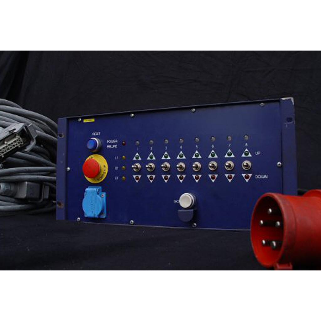 XLNT 8-Way Motor Distro Controller