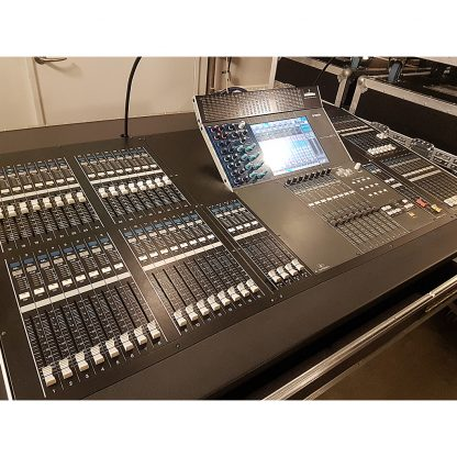 Yamaha M7CL-48ES with 3x16/8 ch Stagerack in flightcase